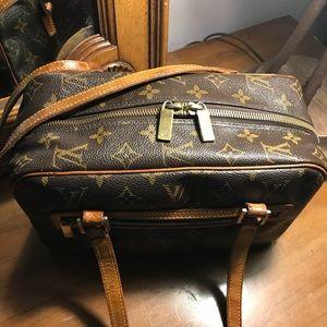 61367525305b Louis Vuitton Bags - 🔥🔥FIRE SALE🔥🔥Louis Vuitton Cite MM🔥